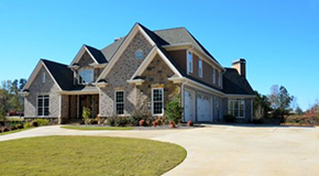 Large Neighborly House with a spacious driveway and front yard